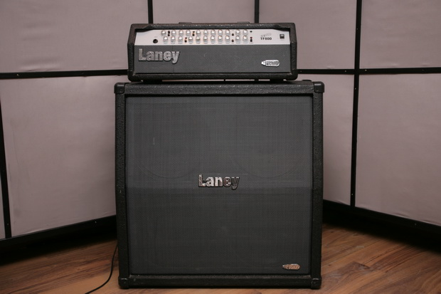 Laney Tube Fusion TF800 med Laney TF412 A kabinett