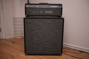 Fender Super Sonic med Fender Super Sonic 4x12 Enclosure lada